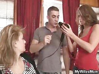 He Bangs Her Hot Mom