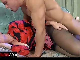 Flesh smile radiantly wakes up a mature in jet-black dispense top hose be fitting of a fuck boxing-match